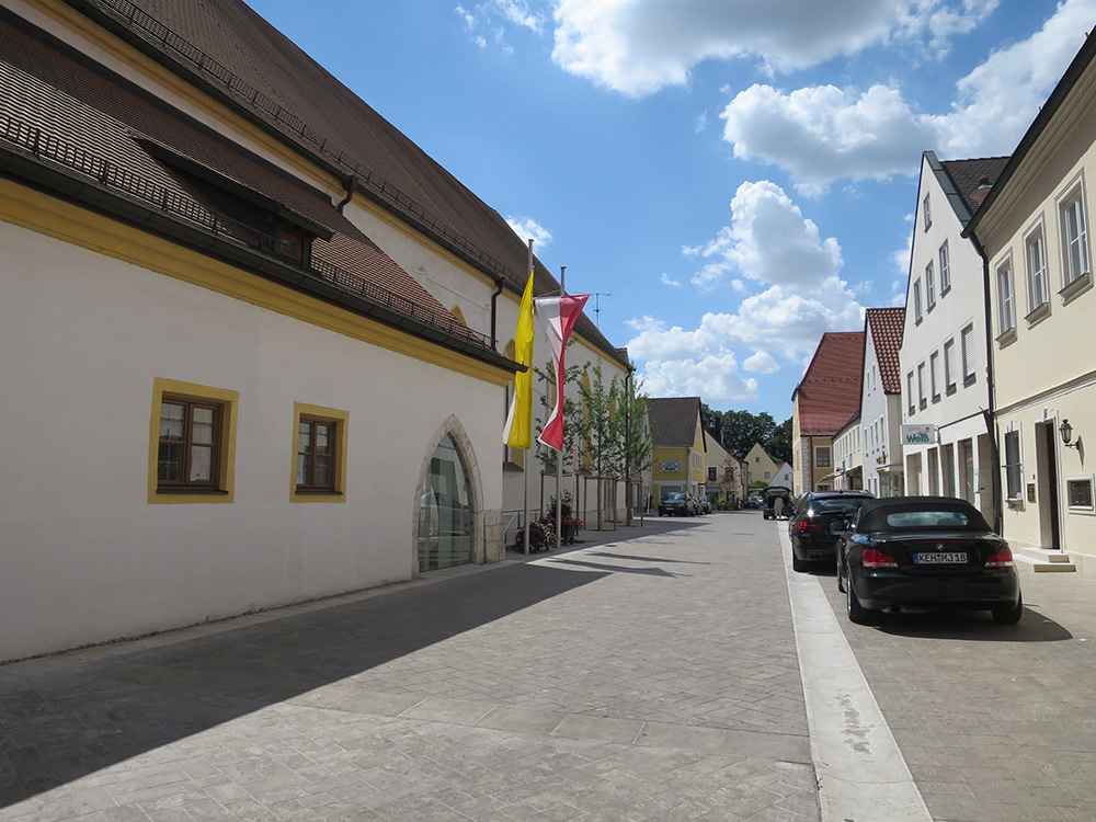 Die-neu-gepflasterte-Albrecht-Rindsmaul-Straße